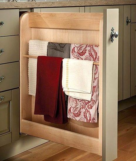 хранение полотенец в выдвижной панели