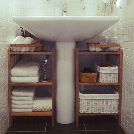 открытые полочки под раковину в ванной