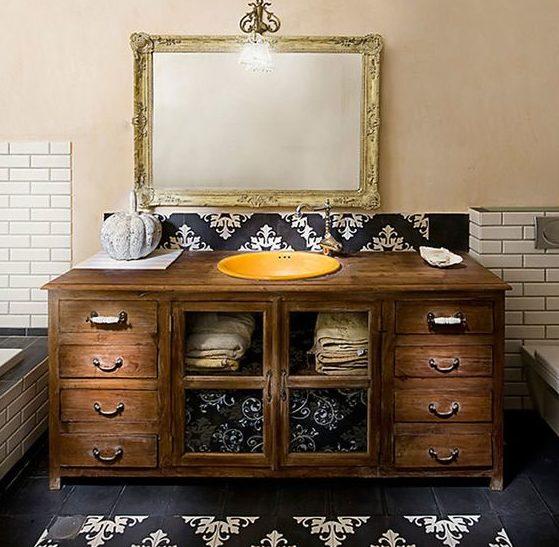 деревянный комод с зеркалом