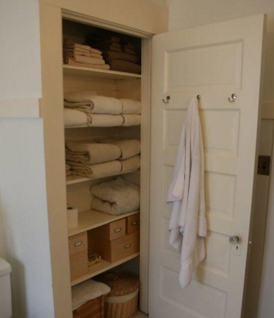 встроенный шкаф в нише ванной