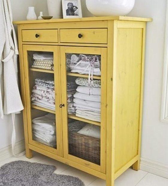 желтый шкаф в ванной фото