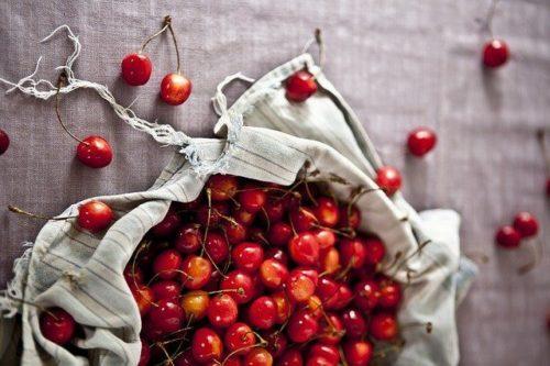 россыпь ягод черешни