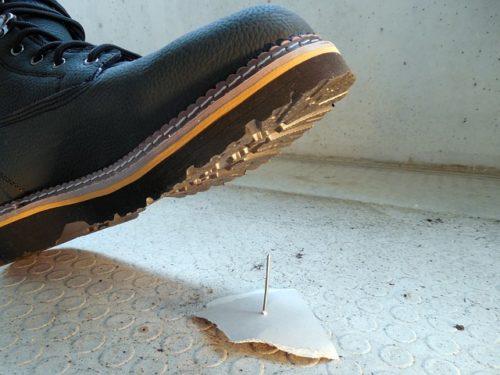 проколотый-ботинок