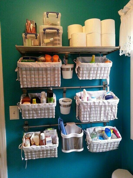 корзиночки на рейлингах в ванной комнате фото