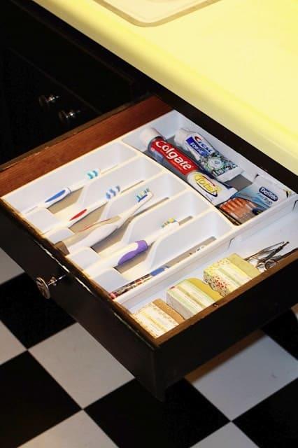 зубные щетки в ящике