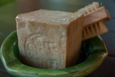 кусок хозяйственного мыла