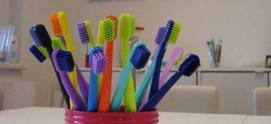 зубные щетки в беспорядке
