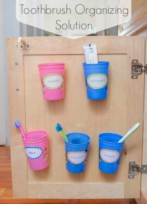 зубные щетки в шкафу