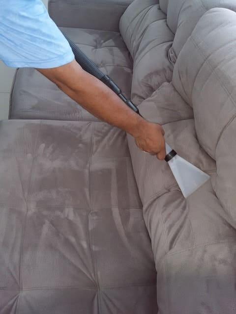 пылесосить мебель